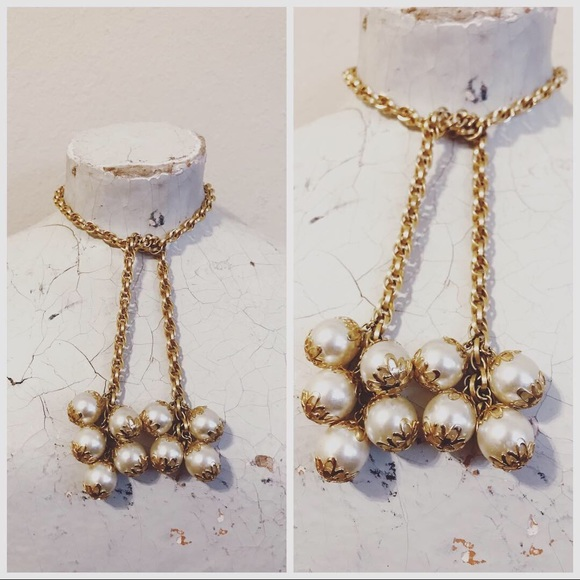 e5baa3277f245 Vintage 60s Tie Faux Pearl Necklace